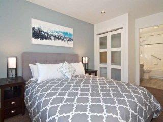 Master Bedroom Queen bed with ensuite