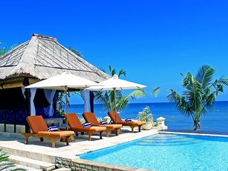 The Villas - Is a luxury 5 bedroom, fully staffed, absolute beachfront resort!!