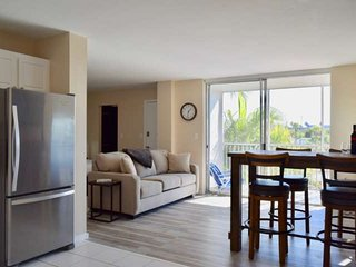 Completely remodeled Bonita Beach Condo; Free Wifi, Modern, Everything new