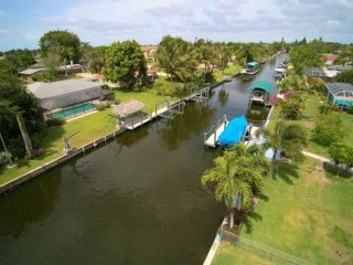 Love water? Stunning SE Cape Coral home w/free wifi, private pool, boat dock