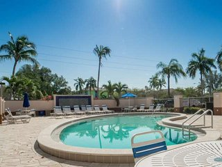 Well appointed 5th Floor, Gorgeous Gulf View, Beachfront Condo, Heated Pool, and