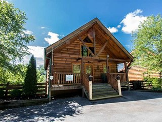 Zippie Too - Luxury Cabin! Hot Tub - Pool Table - Flat Screen TVs - Zipline On