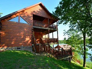 Lakefront Cabin - Amazing Lake & Mountain Views!  2 King Suites - Hot Tub - 3 Fi