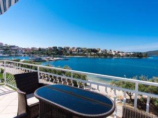 Luxury 4 star beach top floor apartment  free boat berth