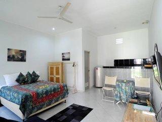 Rumah Dua - Pondok Gaya Studio - Self Catering & Tropical Pool