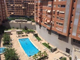 Pilar Cerezos *Magnifico apartamento con piscina en Gran Via*