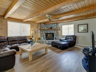 Gorgeous abode a short walk from the lake w/ a cozy wood fireplace & jetted tub