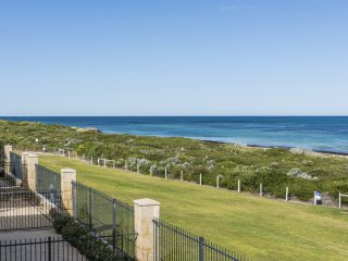 Ledge Point Village - Villa 16 - Beachfront Ocean Views