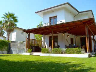 Villa Forte dei Marmi near the beach with Jacuzzi in the garden