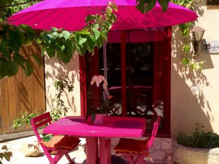 Studio in Mauzac, with pool access, enclosed garden and WiFi