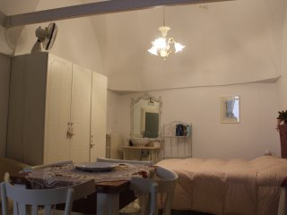 Studio in Ostuni, with balcony and WiFi - 6 km from the beach