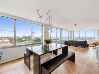 St Kilda penthouse with panoramic bay and city views