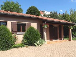 'le Clos Gentiane', à Saint-Etienne, Petite maison, avec jardin et parking clos.