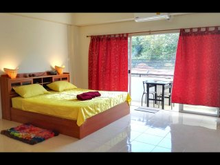 King Room 30sqm. k.size bed, 1Km to Chalong Pier