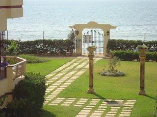 Mijas. Riviera del Sol. Apartment 1st line front beach.