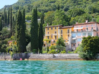 Villa Angela - LAKESIDE Villa with Private Garden and Direct Access to the Water