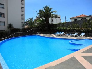 Palms Palace - Nice apartment with swimming pool near the city centre