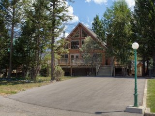Sinclair Creek Cabin - Pool Table, Radium Hot Springs Pool Passes Included