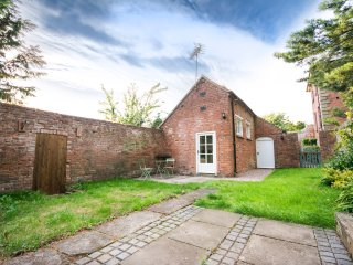 The Bothy, 2 bedroom cottage at Grade I Davenport House, Shropshire, sleeps 4