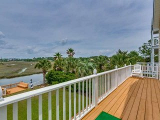 Saltwater Marsh Renovated Channel House, Windy Hill Beach, Short Walk to Beach,