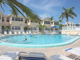 Steps From Beach! Fishing Pier, Pool, Free Wi-Fi, Phone & Cable, Patio- Barefoot