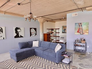 Open Loft in the Heart of Arts District