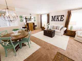 Luxurious Lakeside Upper 3 Bedroom Duplex