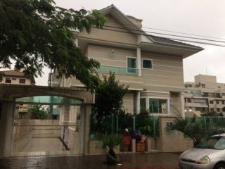 Belissima casa em Jurere Internacional - Acomoda ate 10 pessoas
