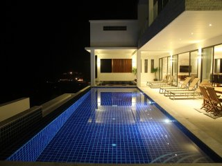 Beach View Villa - 5 Bed Luxury Villa with Infinity Pool