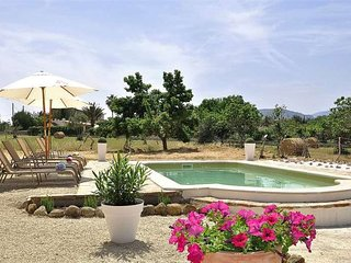 Beautiful villa with private pool at Serra de Tramuntana, in Selva, for 8