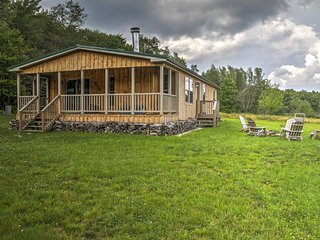 NEW! 3BR Livingston Manor Cabin - Walk to Lake!