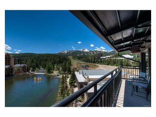 Ski-In/Ski-Out Penthouse Suite, Best of Breck, 1 Block from Main St, Hot Tub!