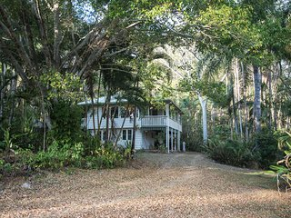 Heliconia House - Noosa Hinterland Retreat