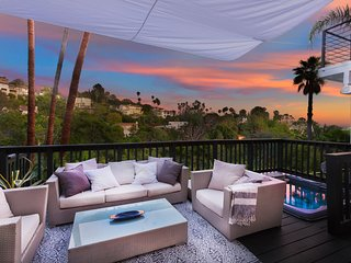 Hollywood Panoramic View with Pool Oasis, Great for a Modern Retreat