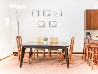 Chic 2 BR on Central Park East