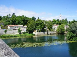 La Maison Colline - beautiful detached stone property overlooking Charente river