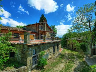 apartment in villa  with pool in the chianti Ro