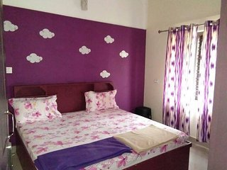 Clements Holiday Home - second floor  Bedroom 1, vakantiewoning in Lakkidi