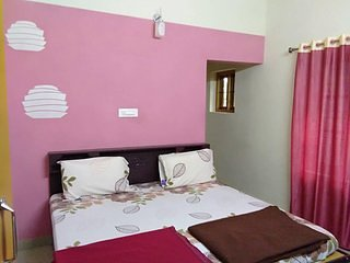 Clements Holiday Home - second floor  Bedroom 2, vakantiewoning in Lakkidi