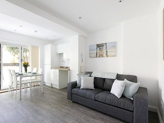 MODERN CONTEMPORARY 2 BEDROOM GARDEN FLAT BRIGHTON & HOVE