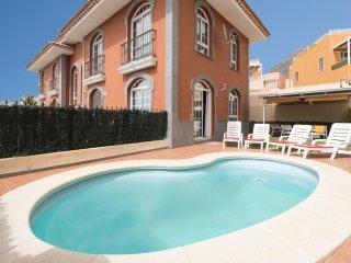 Beautiful 3 Bedroom Villa. Private Heated Pool. Costa Adeje. Sleeps 7 |MRZ242256