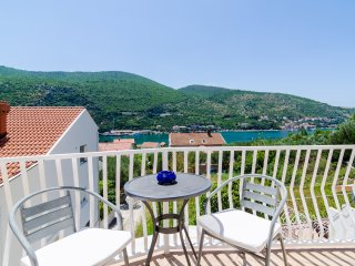 Apartments Peco - Four Bedroom Apartment with Balcony and Sea View