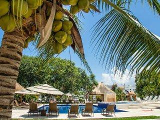 Casa Legacy: Walk to Beach, Large Pool, Wifi