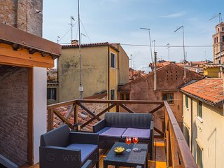 Ca'Leochi-stylish venetian townhome with gorgeous roof top terrace near Biennale
