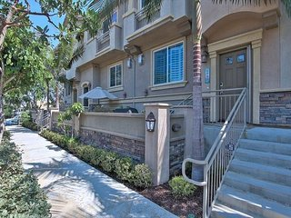 Carlsbad Furnished Townhouse - Pet Friendly, Near Carlsbad State Beach!