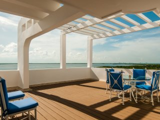 Trip Advantages dining with a view from rooftop of Luxury Penthouse - Cancun