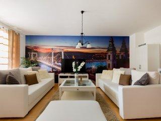 Dream Homes Family Apartment HOLLO4