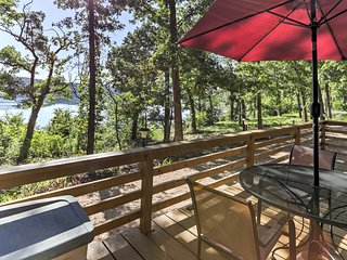 Lakeside Bull Shoals Lake Cabin w/ Deck + Views!