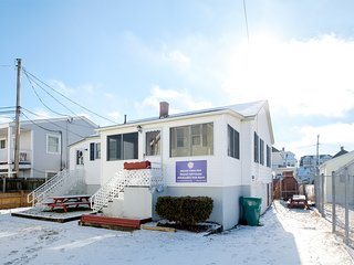 Hampton Beach Cottage Just Steps from the Ocean ~ RA146213