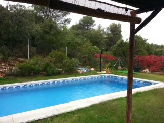 Casa rural en zona de bosque y lagos con piscina privada a 97 km de Madrid